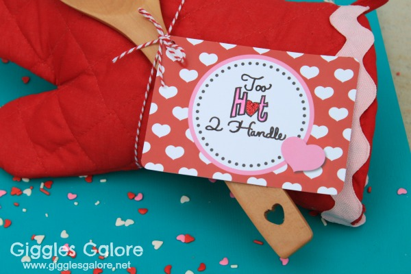 Oven mitt valentines gift tag