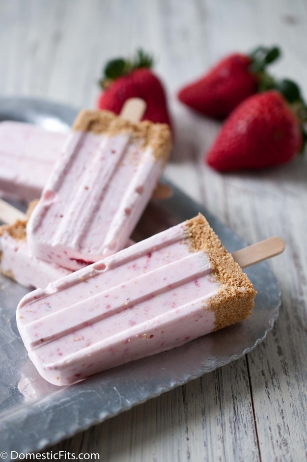 Strawberry cheescake popsicles
