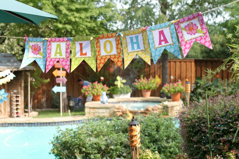 Backyard Hawaiian Luau : Tropical Luau Party  Giggles Galore  Bloom Designs
