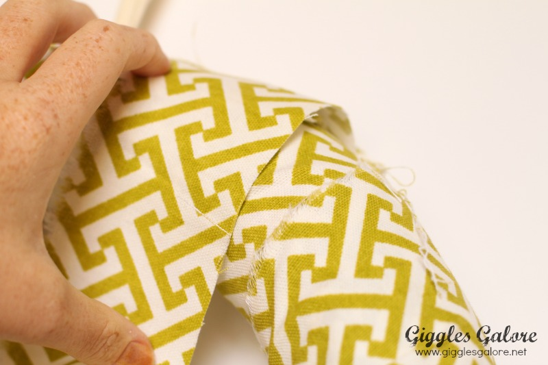 Wrapping 5 Minute Fall Wreath by Giggles Galore