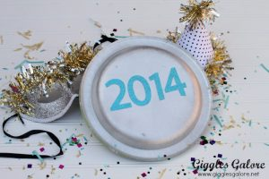 Paper Plate New Year's Eve Noisemakers