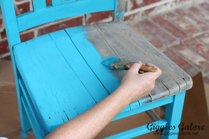 Painting Chair with DecoArt Chalky Finish Paint