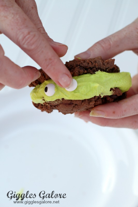 Monster Eye Cookie Sandwich