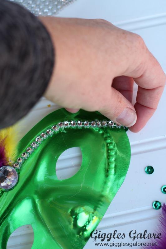 DIY Mardi Gras Mask with Diamond Mesh