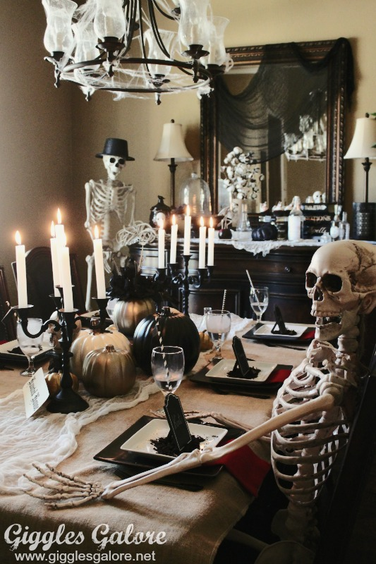 Murder mystery dinner party for Halloween party room decoration ideas