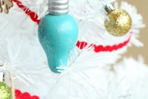 Retro Light Bulb Painted Ornaments