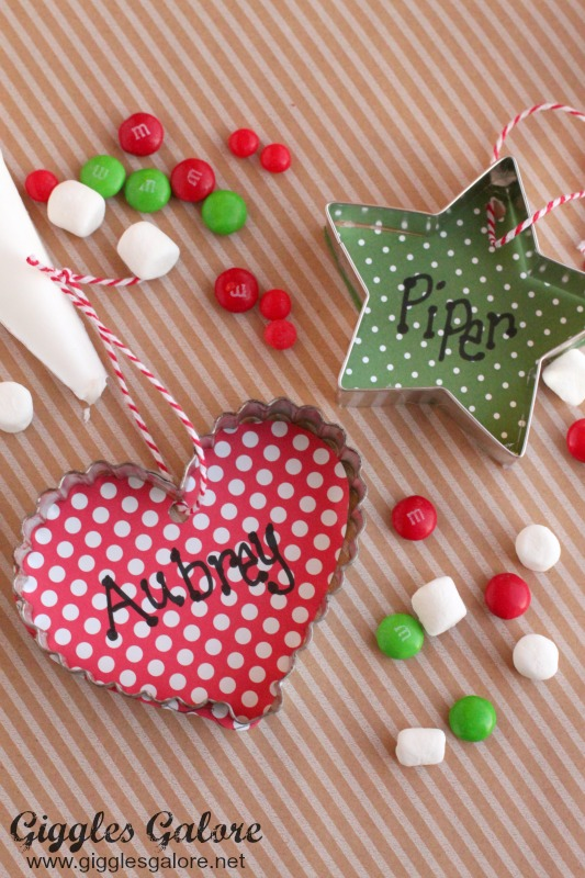 Cookie cutter ornament place cards