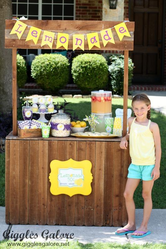 Cute Kids Lemonade Stand
