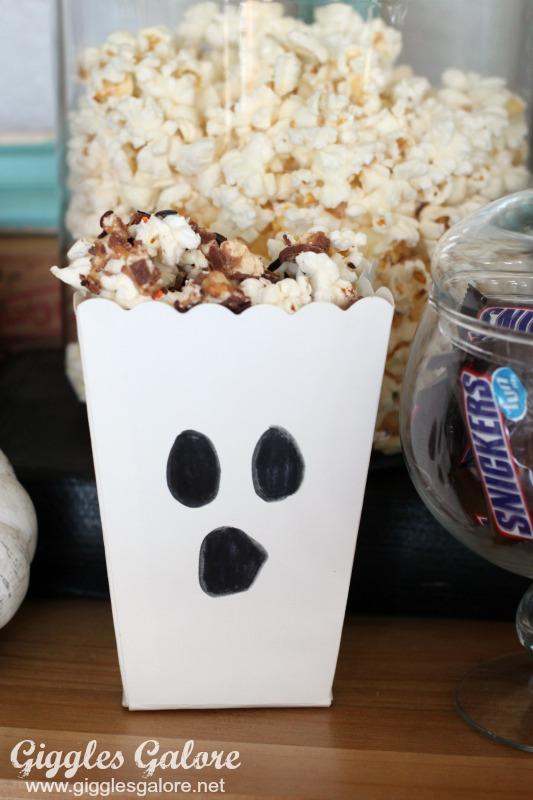 Halloween Snickers Popcorn