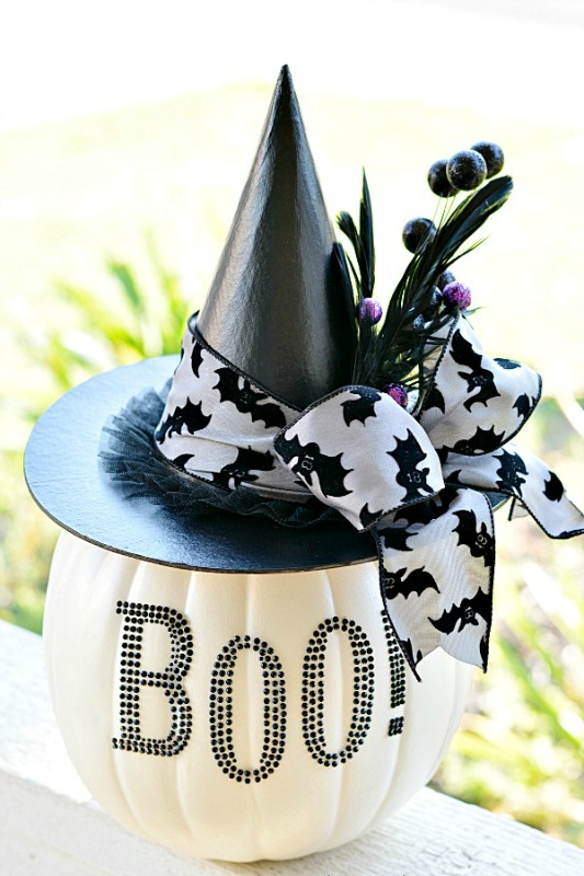 Black and White Glam Pumpkin, 25 No Carve Pumpkin Decorating Ideas