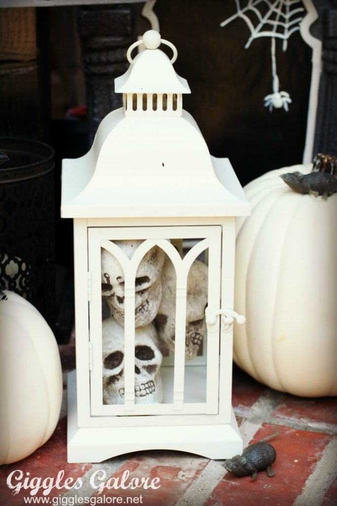 haunted-mansion-front-porch_skull-filled-lantern_giggles-galore