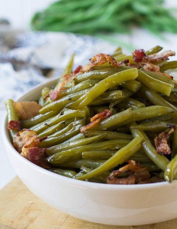 Southern Style Green Beans with Bacon, Thanksgiving Side Dishes your Guests will LOVE via Giggles Galore