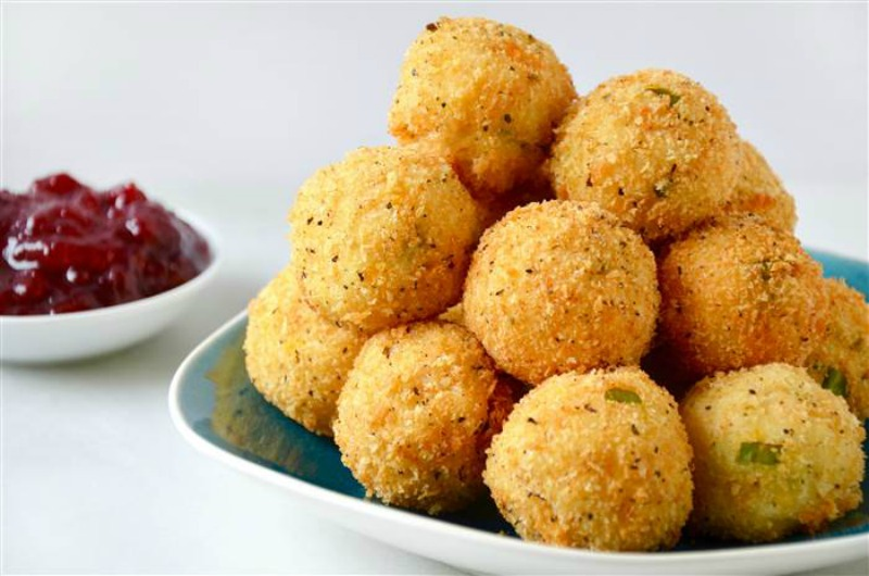Cheesy Leftover Turkey and Mashed Potato Bites, Thanksgiving Leftovers Recipes via Giggles Galore