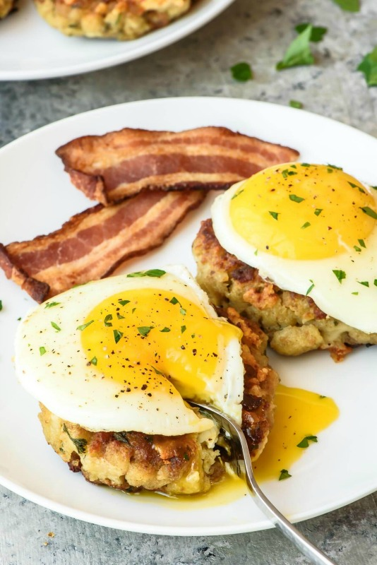 Cheesy Stuffing Breakfast Cakes, Thanksgiving Leftovers Recipes via Giggles Galore