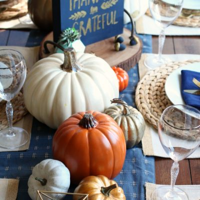 Easy Friendsgiving Table Setting
