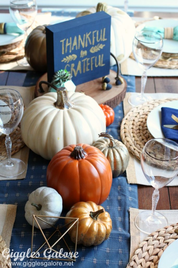 easy-friendsgiving-table-setting
