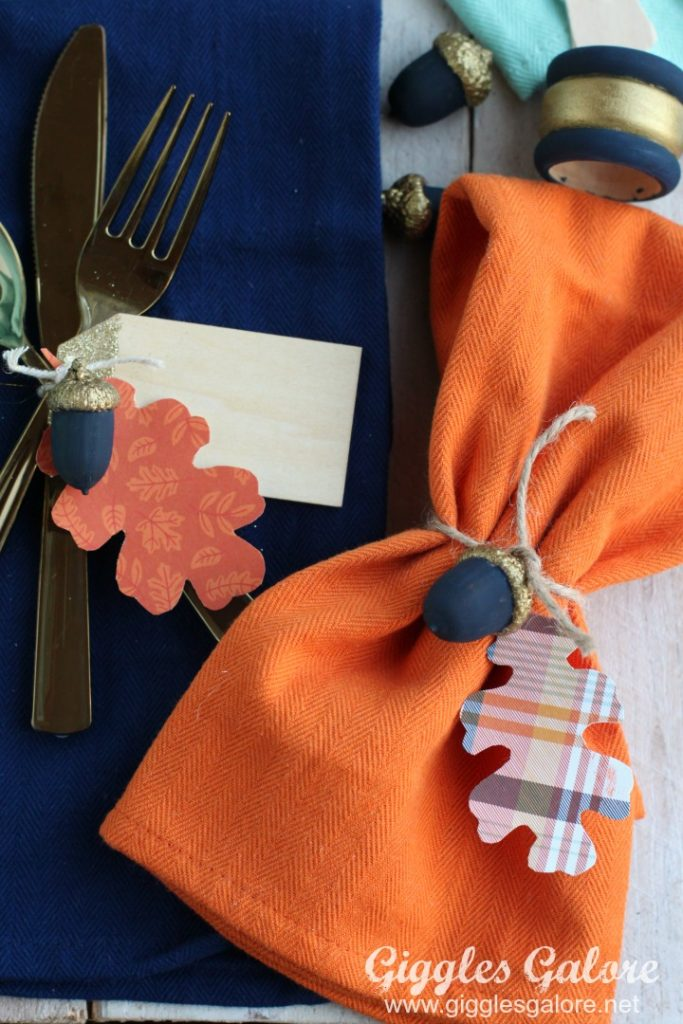 friendsgiving-napkins-for-thanksgiving-table-setting