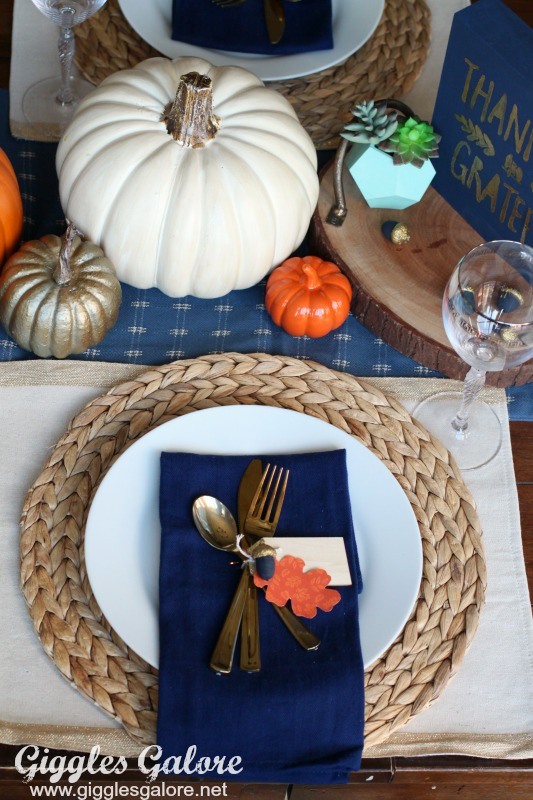 friendsgiving-simple-table-setting