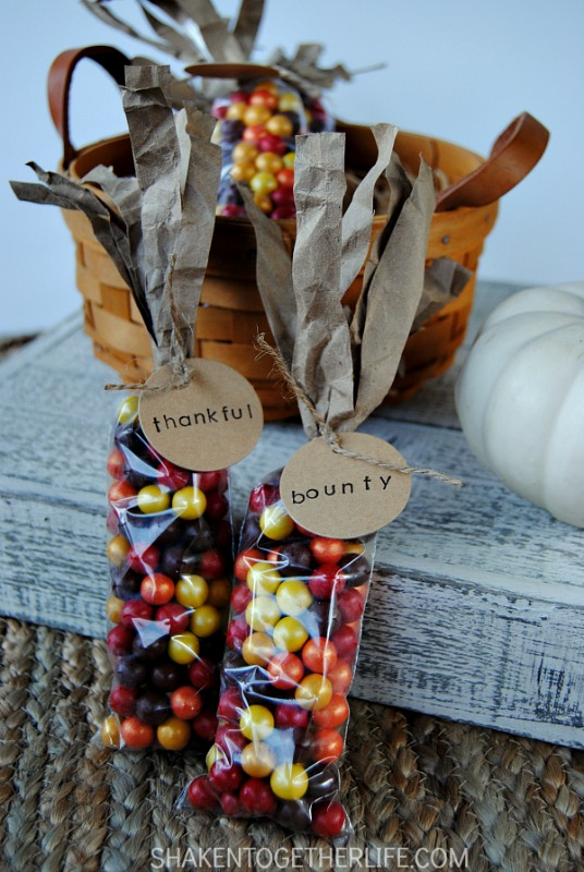Indian Corn Thanksgiving Favors, Kids Thanksgiving Table Ideas via Giggles Galore