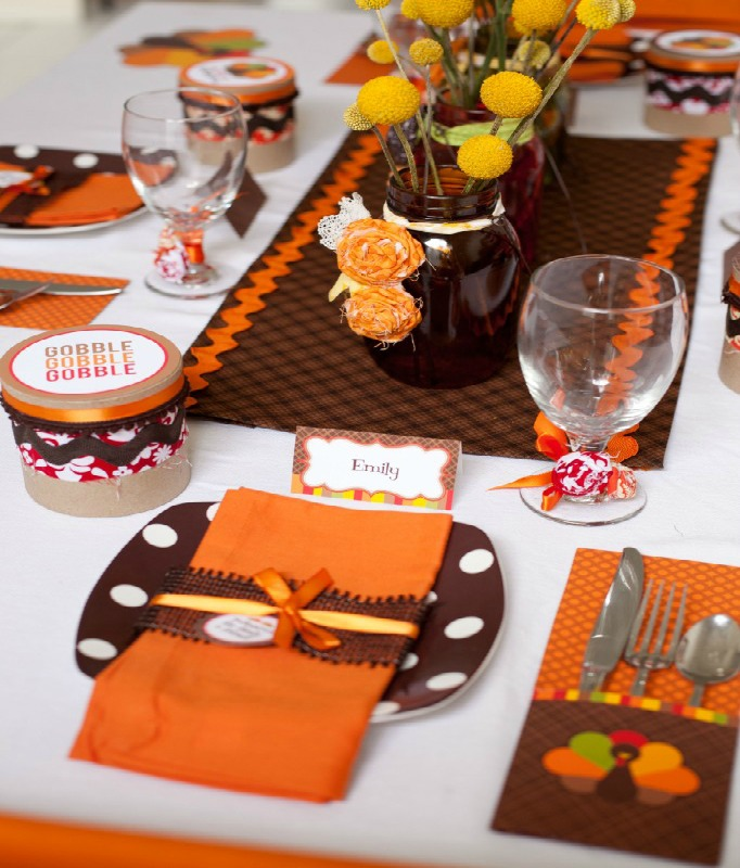 Kid Friendly Thanksgiving Table, Kids Thanksgiving Table Ideas via Giggles Galore