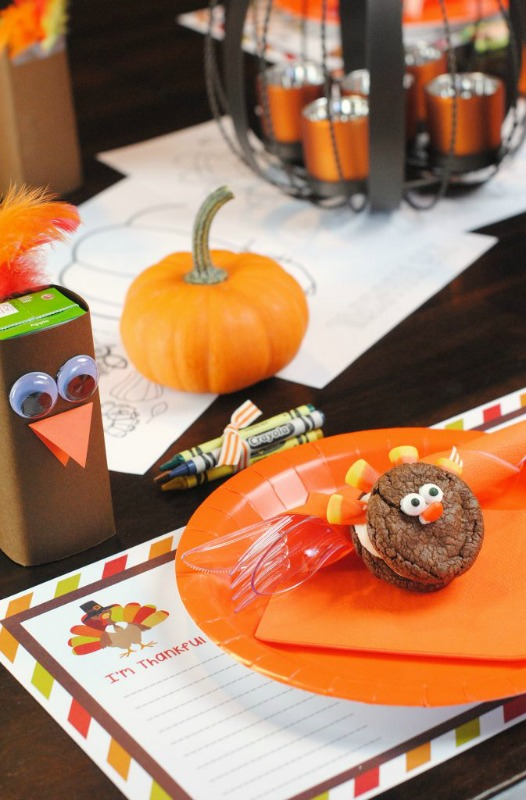 Kids' Thanksgiving Table, Kids Thanksgiving Table Ideas via Giggles Galore