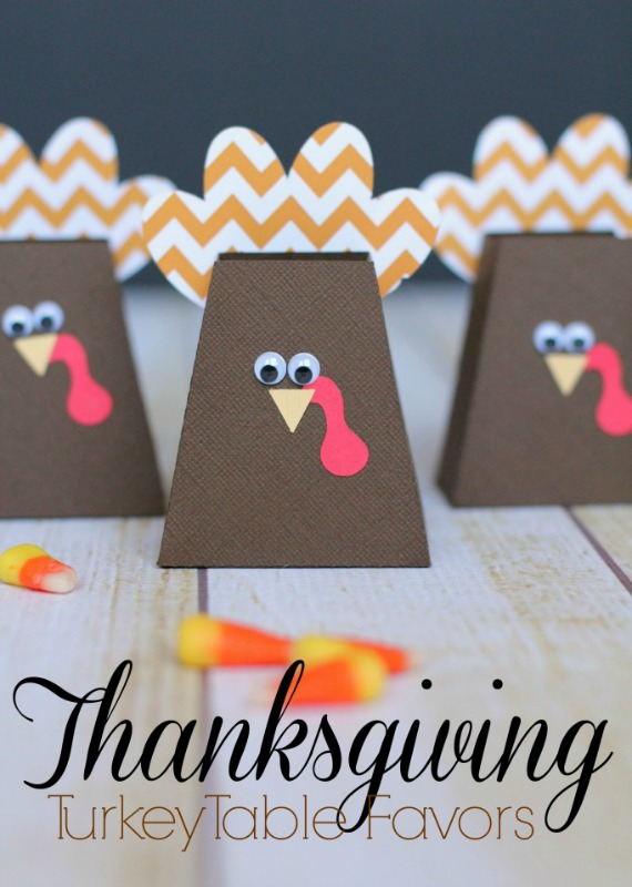 Thanksgiving Turkey Favors, Kids Thanksgiving Table Ideas via Giggles Galore