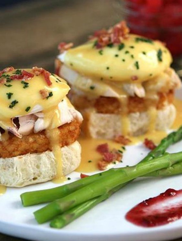 Turkey Benedict, Thanksgiving Leftovers Recipes via Giggles Galore