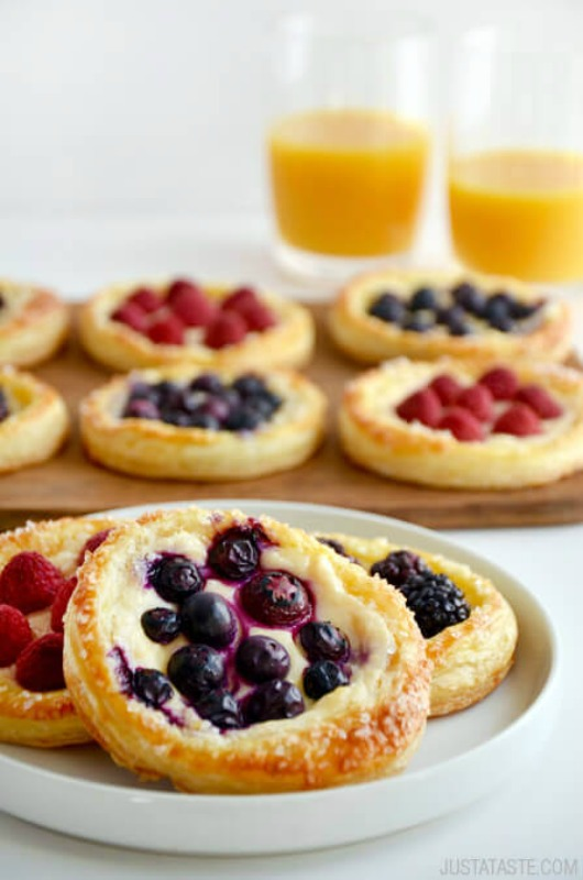 Fruit and Cream Cheese Breakfast Pastries, Christmas Morning Breakfasts via Giggles Galore