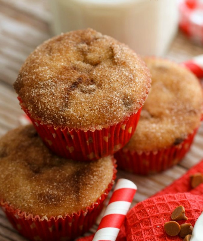 Snickerdoodle Donut Muffins, Christmas Morning Breakfasts via Giggles Galore
