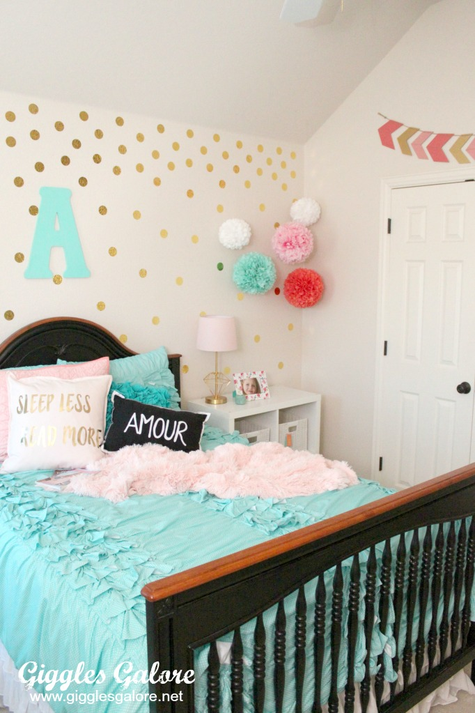 Terrific Tween Girls Bedroom Makeover Giggles Galore Beutiful Home Inspiration Truamahrainfo