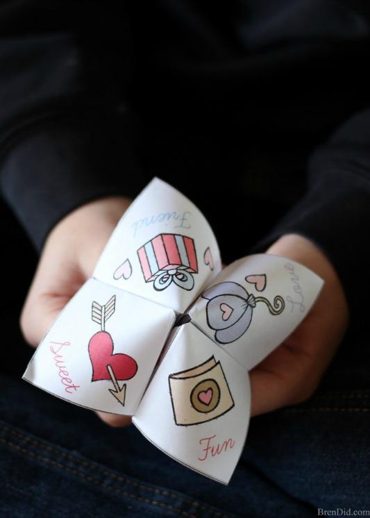 Valentine Joke Teller, 30+ Kids Valentine Printables via Giggles Galore