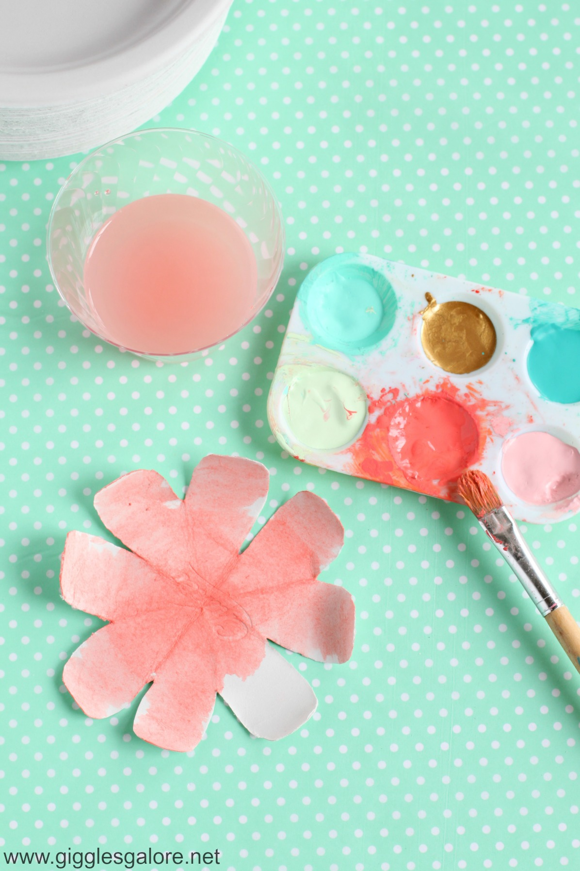 Sweet mother 39 s day breakfast in bed ideas for Painted paper flowers