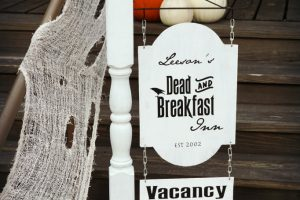 Leesons dead and breakfast inn sign