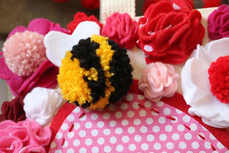 Valentine Pom Pom Bees