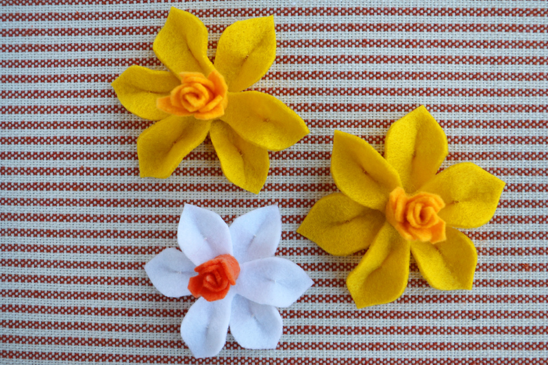 DIY Colorful Easter Wreath