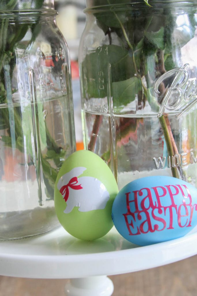 Simple Easter Egg Decorating Ideas #Easter #Vinyl #EasterEggs
