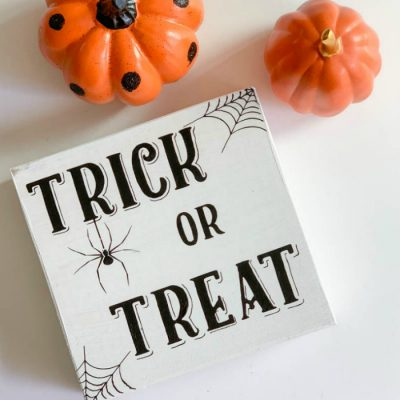 DIY Trick or Treat Halloween Sign