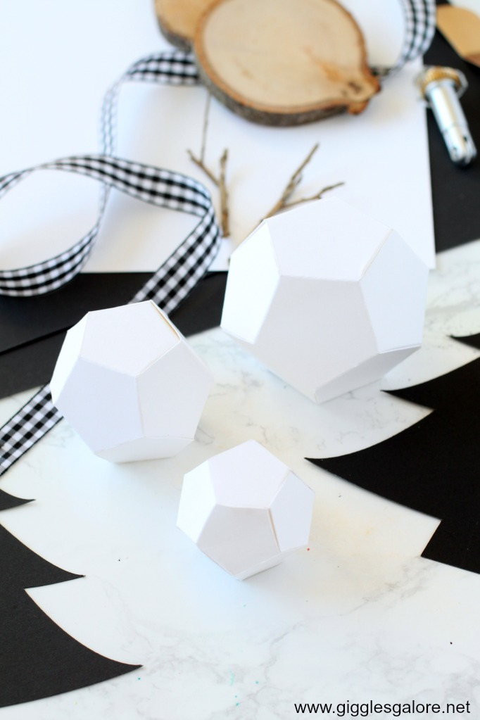 Geometric snowman shapes