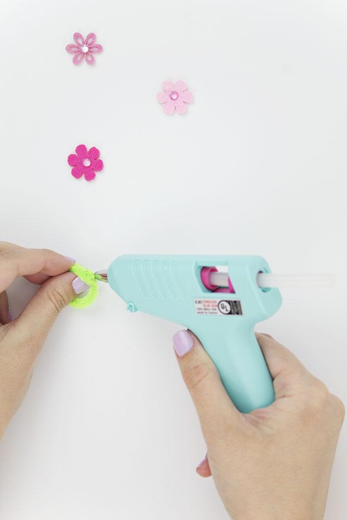 DIY Pipe Cleaner Flower Step 2
