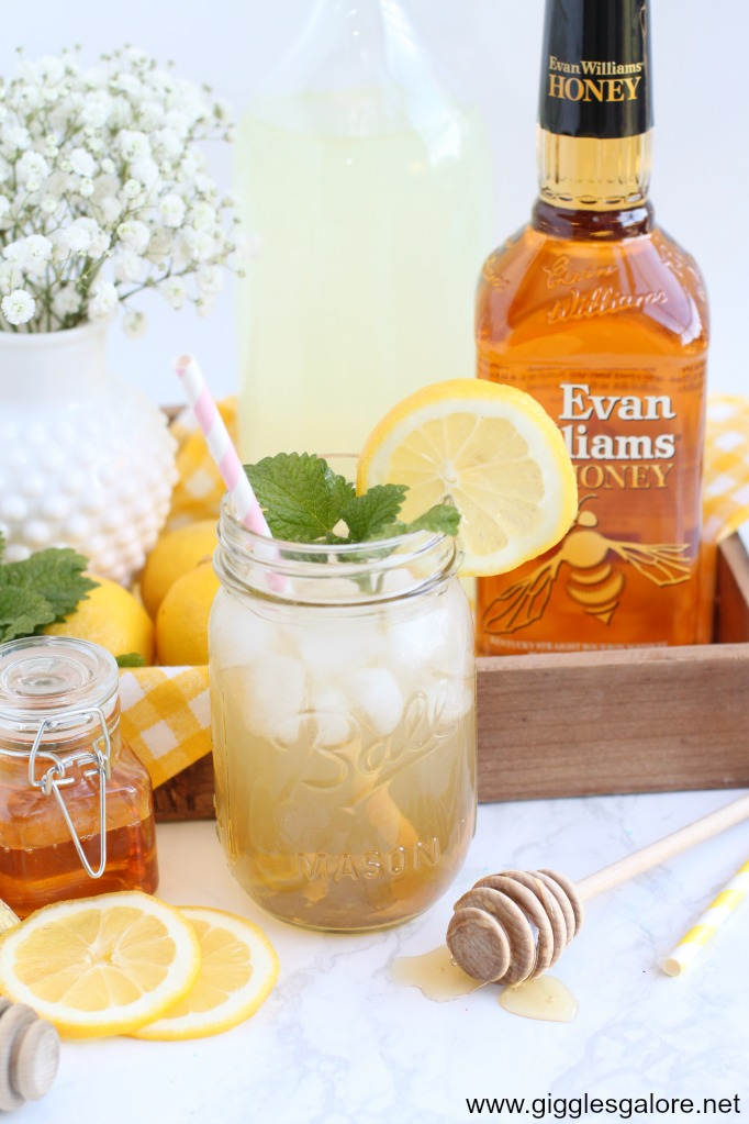 Honey ginger lemonade cocktail