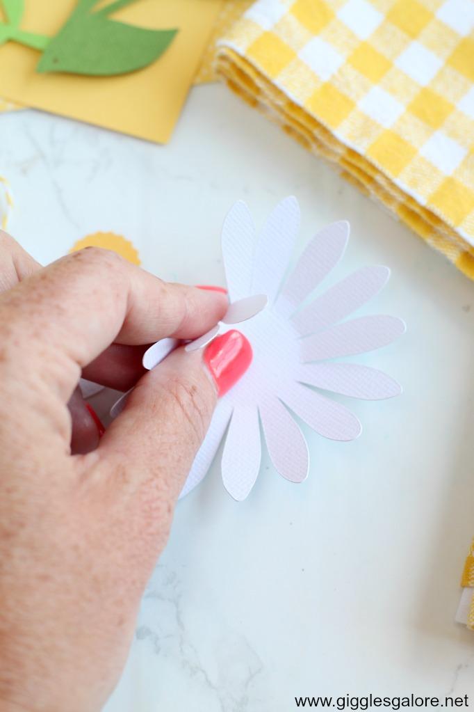 Folding paper daisy