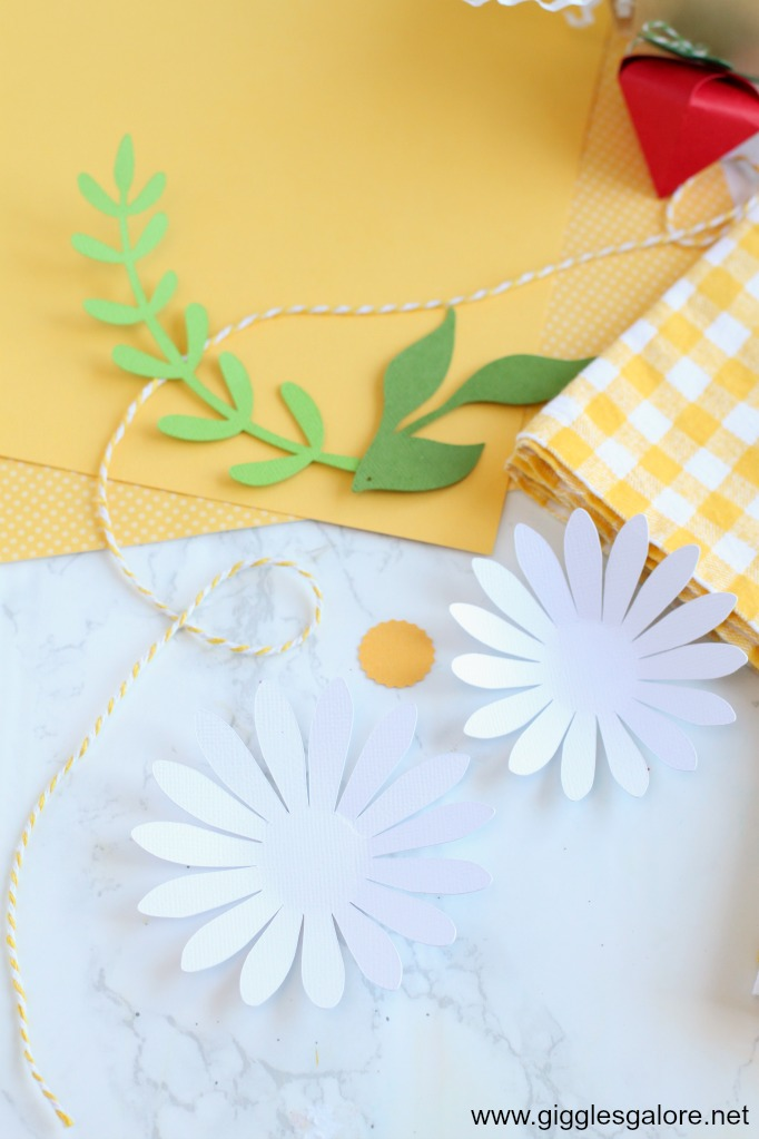 Paper daisy flower with cricut