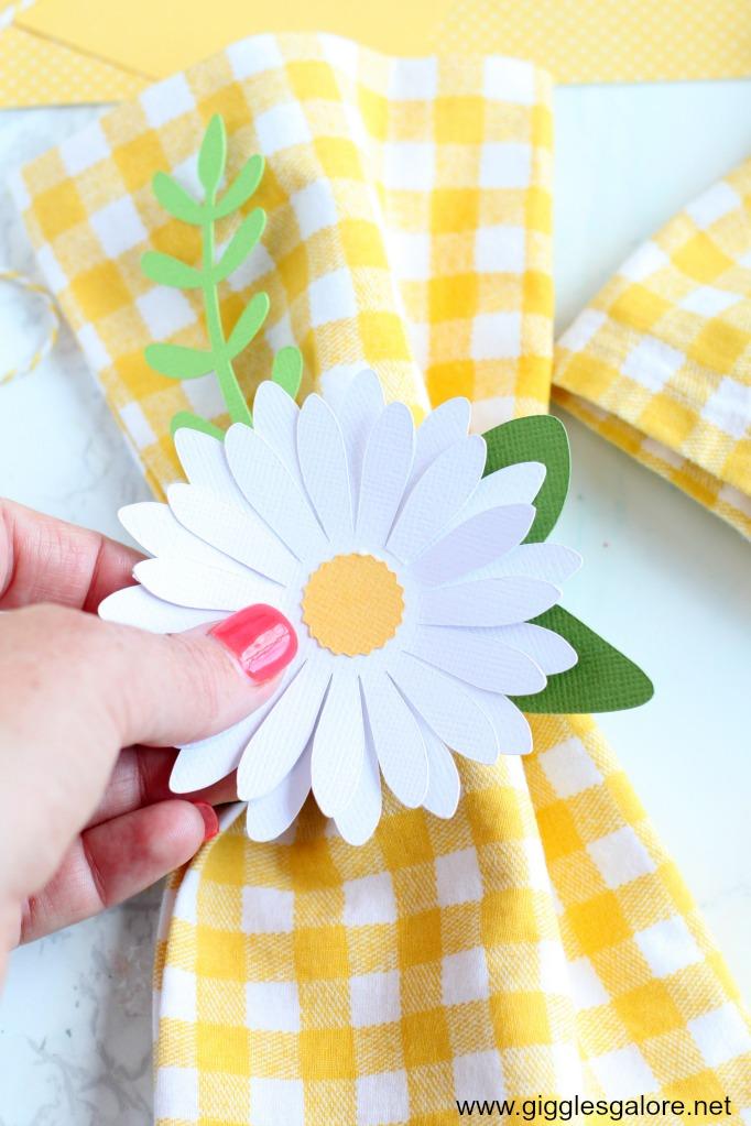 Paper daisy napkin ring