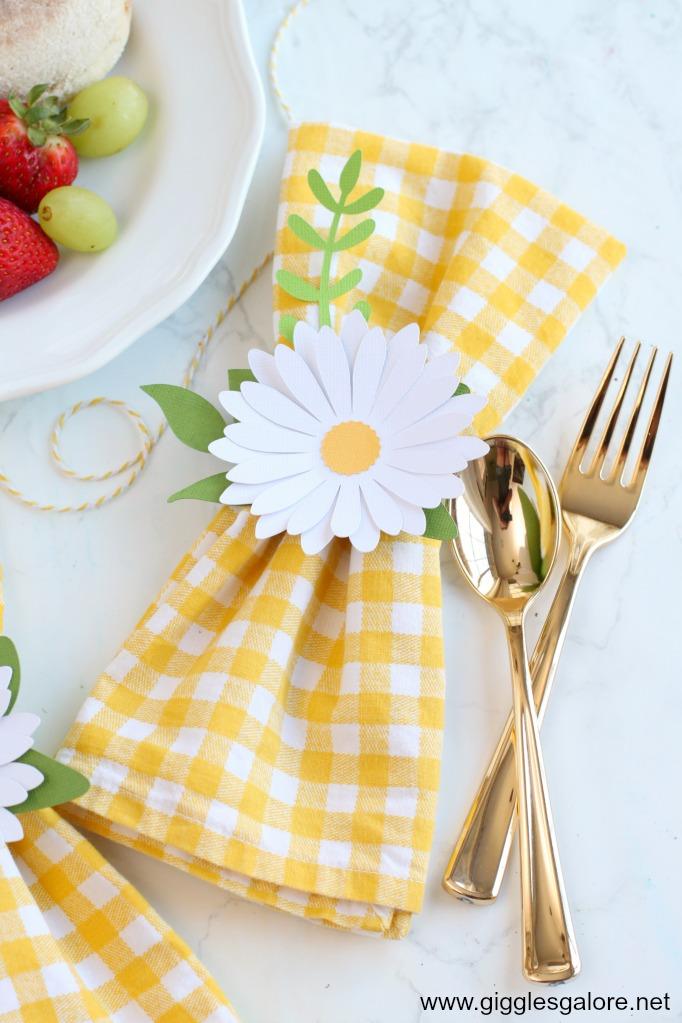 Pretty diy daisy napkin rings