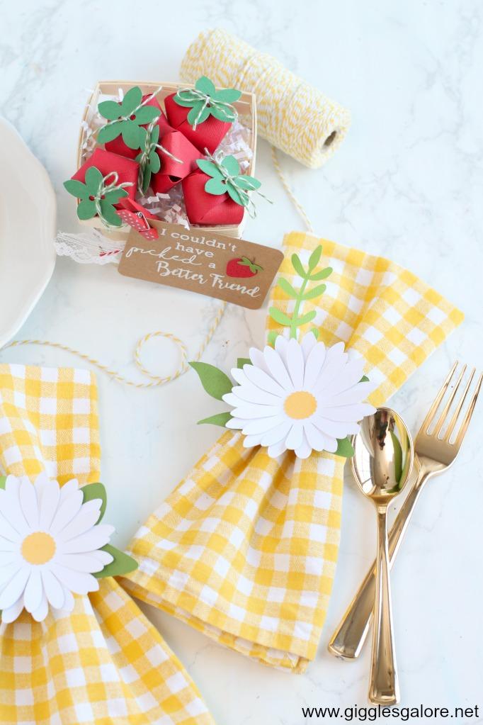 Strawberry gift basket and daisy napkin