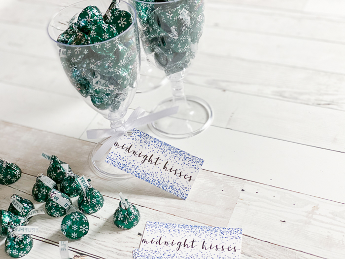 Midnight kisses free printable tags and nye party favor 6