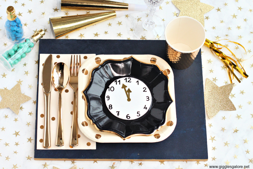 Nye wood placemat table setting