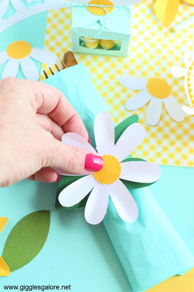 Cricut diy daisy napkin rings