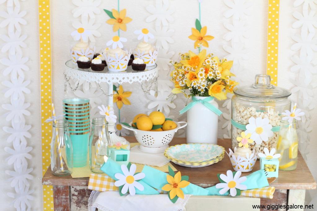 Daisy dessert table