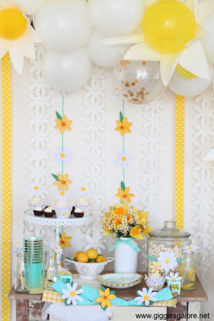 Daisy garden party table